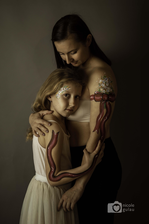 Body painting familiar